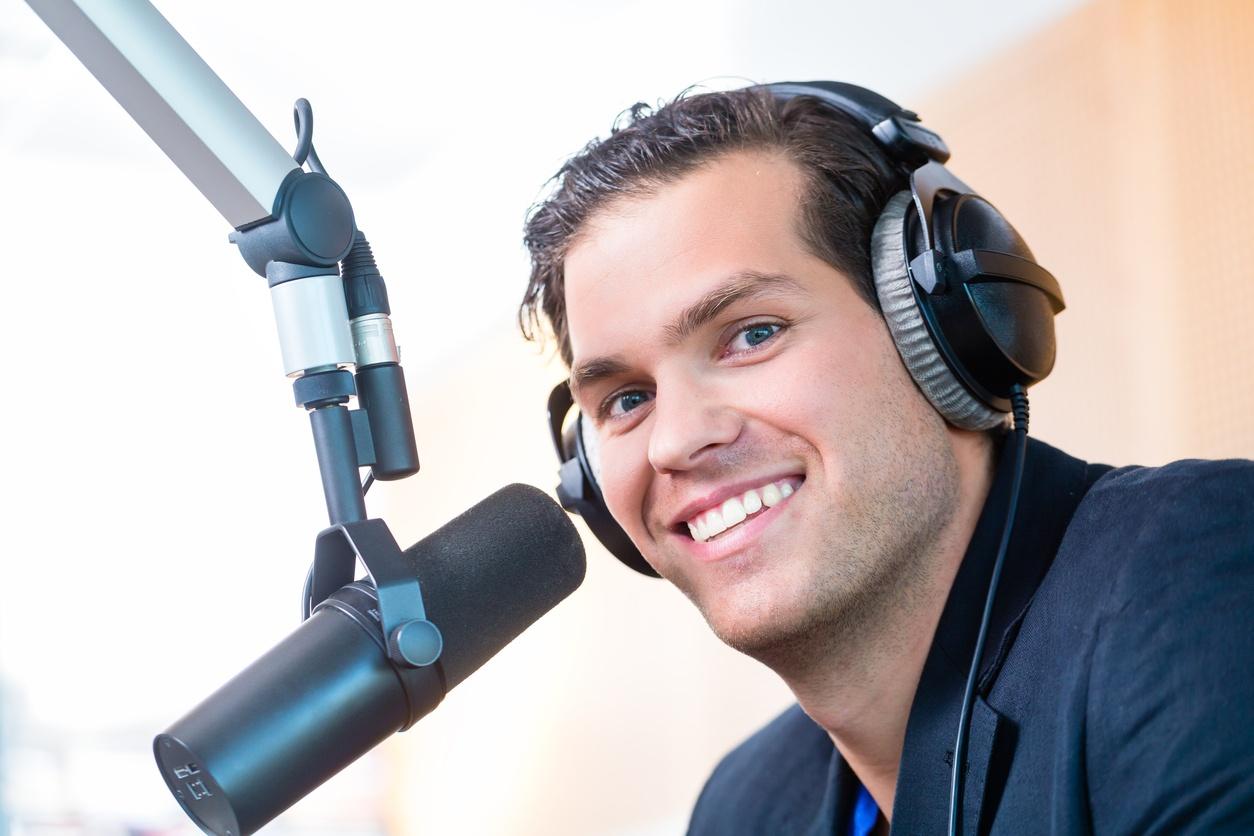 advertise-on-news-talk-formats